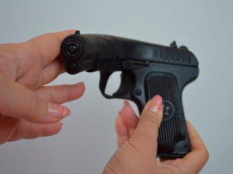 Резиновый учебный пистолет